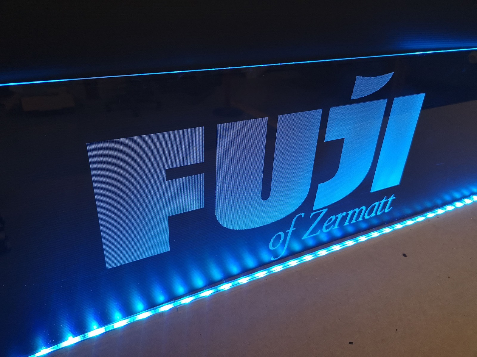 Insegna-Fuji