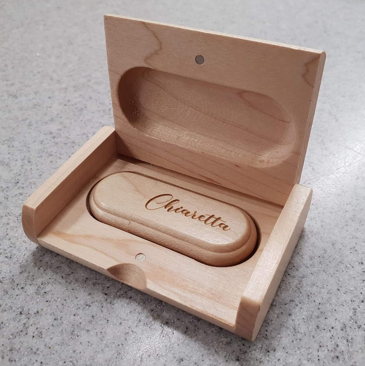 Chiavetta-usb-con-incisione-laser-in-legno