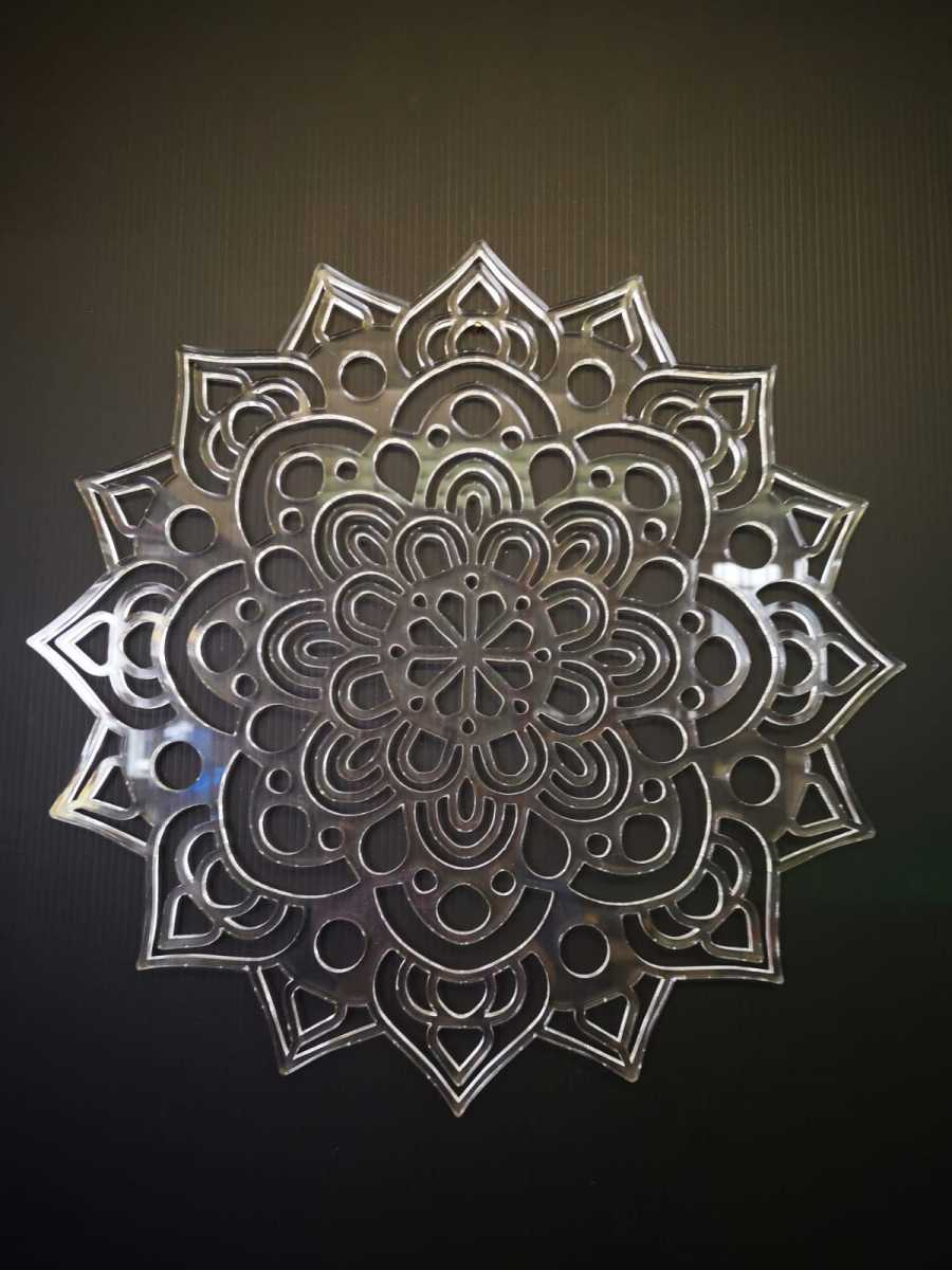 Mandala-su-Plexiglass